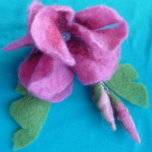 цветок валяный из шерсти Фелтинг